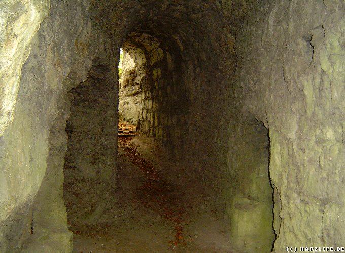 Burgruine Scharzfels - Felsentunnel zur Ruine der Oberburg